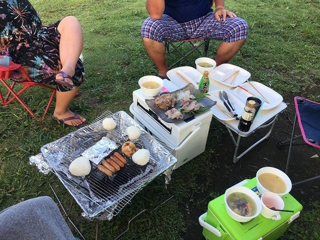 キャンプのテーブル