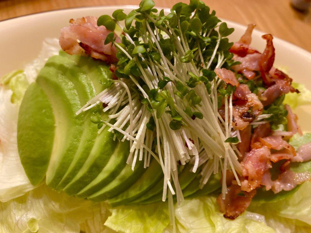 アボカドとベーコンのサラダ