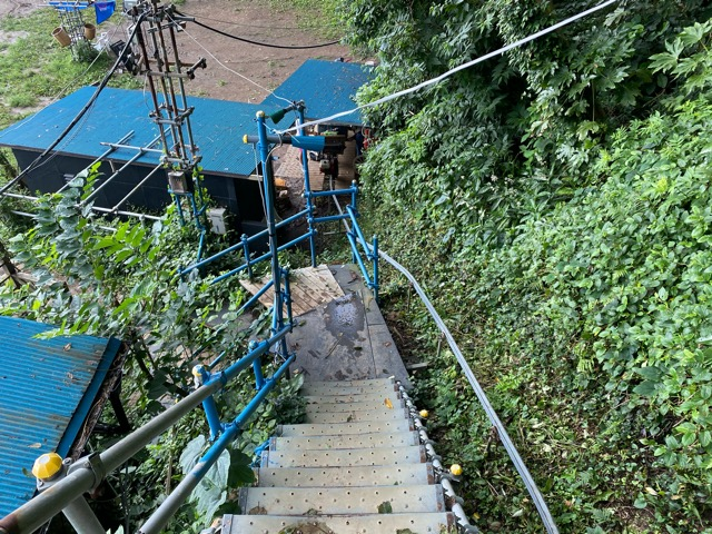ガンダーラ真鶴急斜面階段