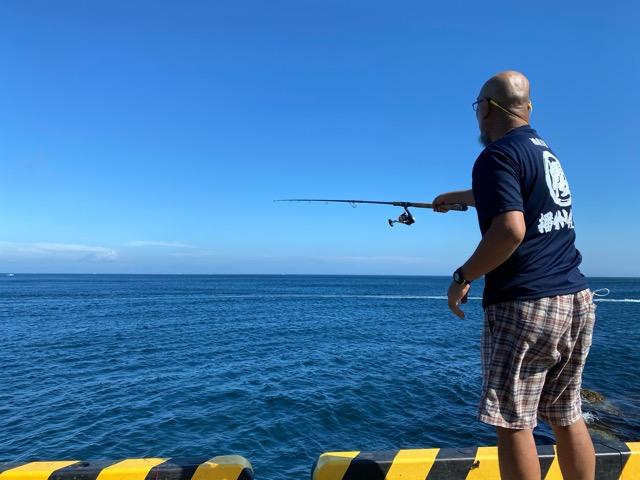大島岡田港で釣り
