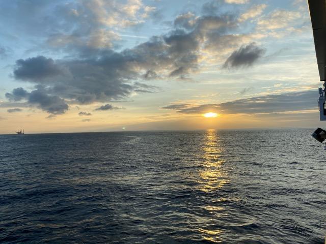 大島の朝 さるびあ丸